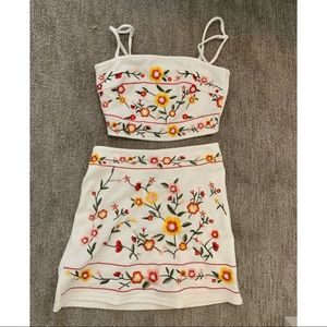Cute 2 piece set! White with floral XS